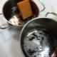 Эффективно и быстро отмываем пригоревшую кастрюлю
