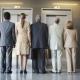 Кто должен первым заходить в лифт по правилам этикета?