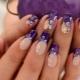 Фиолетовый дизайн ногтей: особенности стиля и идеи декора