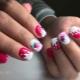 Как сделать маникюр с клубникой на ногтях?