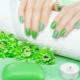 Маникюр в зеленых тонах: разнообразие оттенков и модные идеи