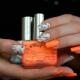 Яркие и необычные идеи сочетания белого цвета с оранжевыми оттенками в маникюре