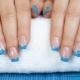 Дизайн голубого френча на ногтях