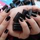 Дизайн ногтей темным гель-лаком