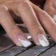 Красивое оформление белых наращенных ногтей