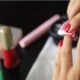 Чем можно стереть лак с ногтей, если нет жидкости для снятия?