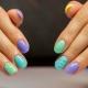 Интересные идеи яркого маникюра на короткие ногти