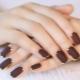 Варианты темного маникюра на короткие ногти