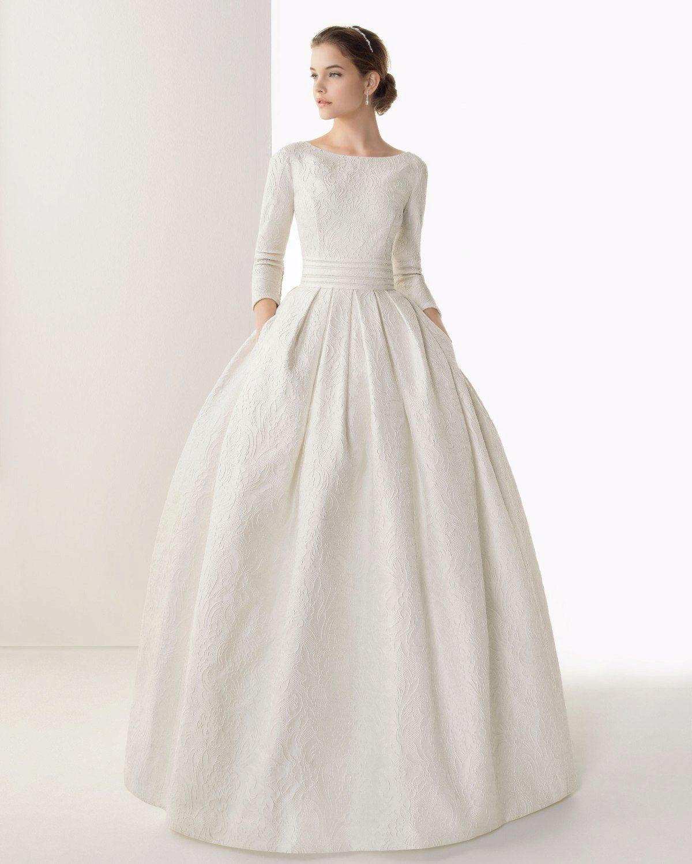 Проще, когда роспись и венчание проходят в разные дни. Тогда невеста может не соблюдать строгие каноны церкви и предстать в ЗАГСе во всей красе