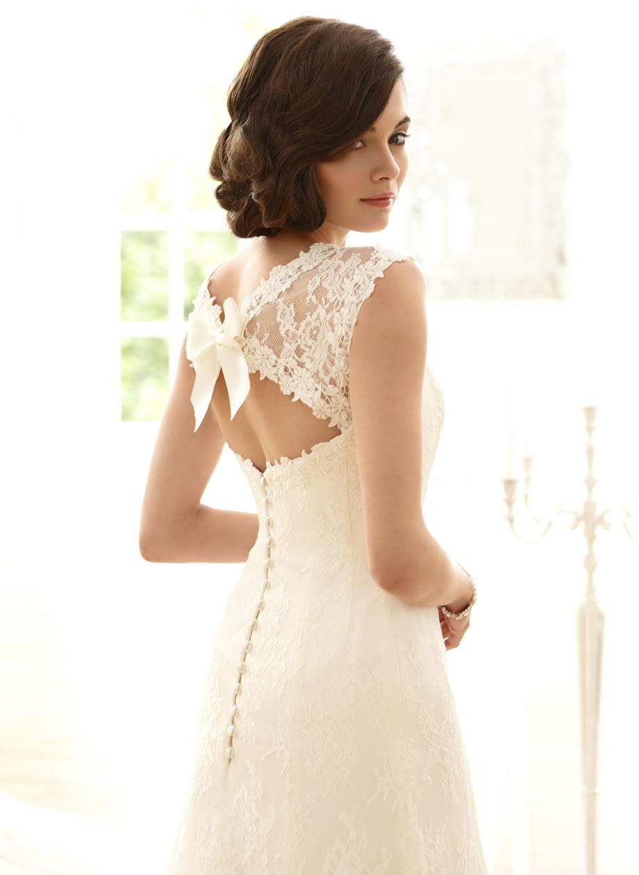 Прическа под кружевное платье фото