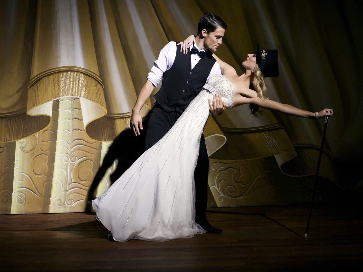 Прямые свадебные платья с рукавами фото
