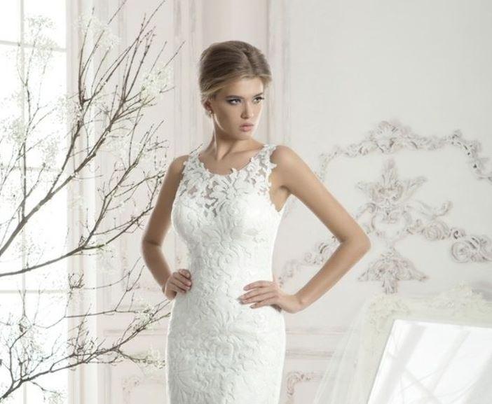 cc6a93fc81d Короткое свадебное платье с крупным кружевом
