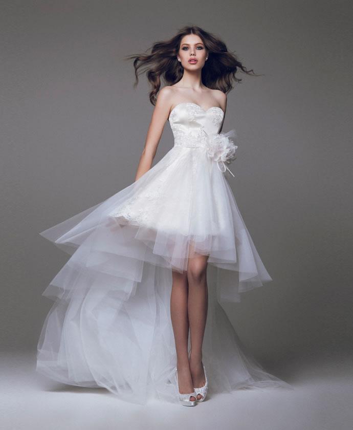 Короткое свадебное платье с шлейфом фото