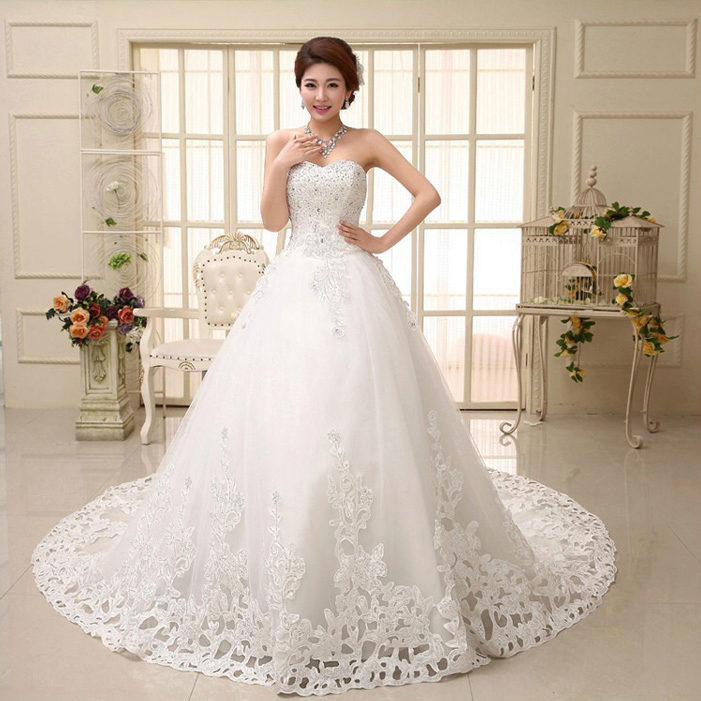 Не стоит на дешевое свадебное платье вешать бирку неоригинальности и безвкусицы. Низкая цена может свидетельствовать о малоизвестности бренда