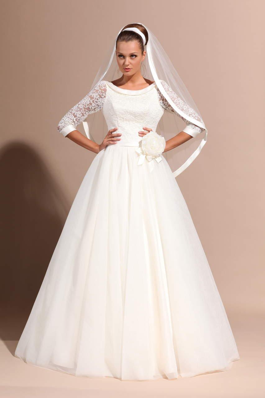 Классическое свадебное платье с кружевными рукавами