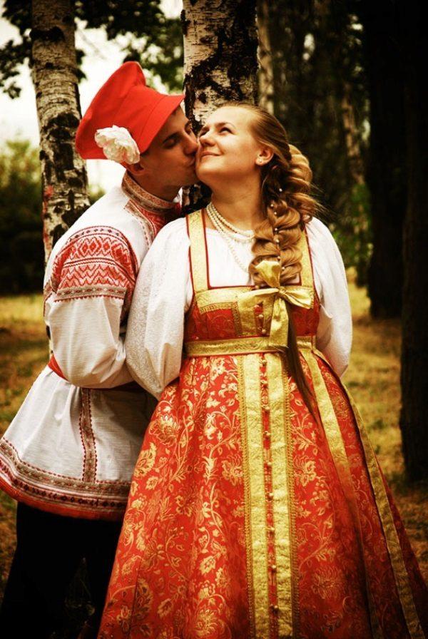 Девушка в русском платье фото