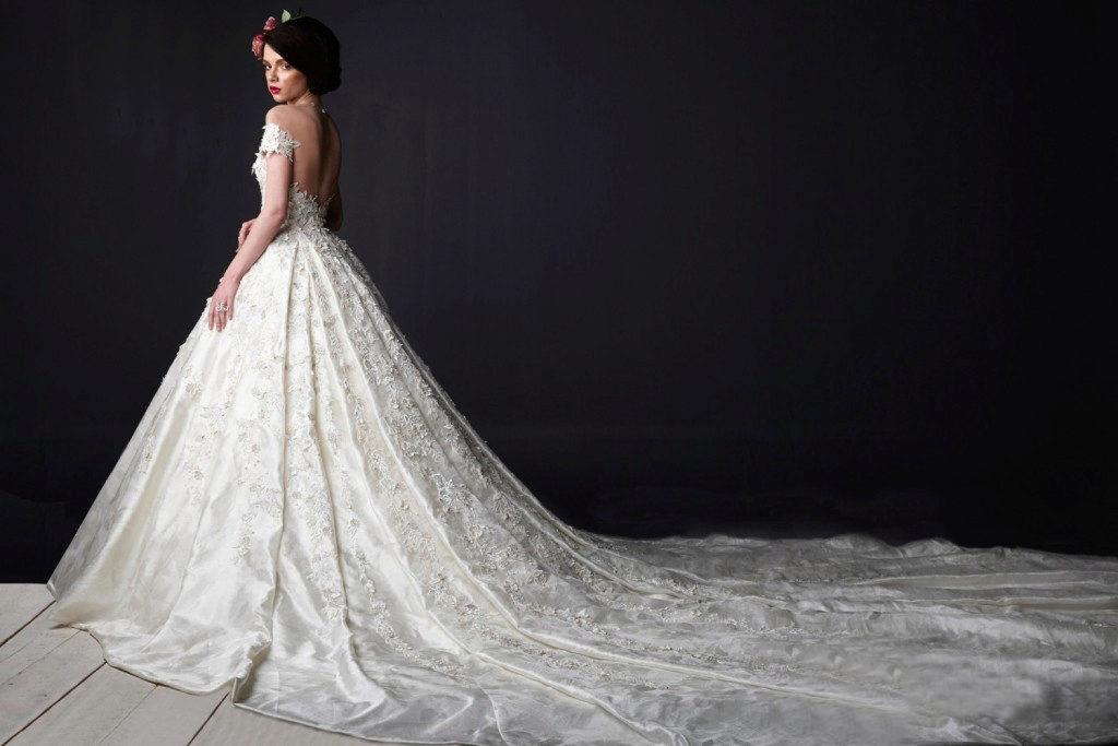 Фото платье с длинным шлейфом
