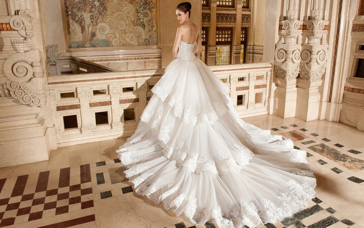 Свадебные платье пышные со шлейфом