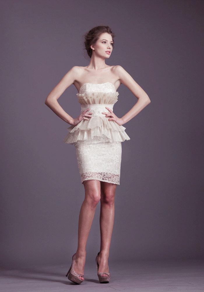 Платье с акцентом на грудь
