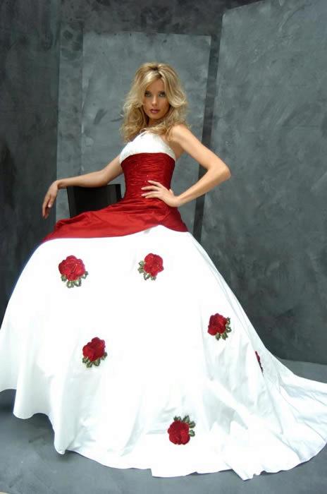 Свадебное платье с красными розами