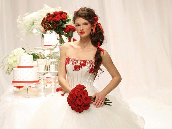 Свадебные платья красного цвета - фото