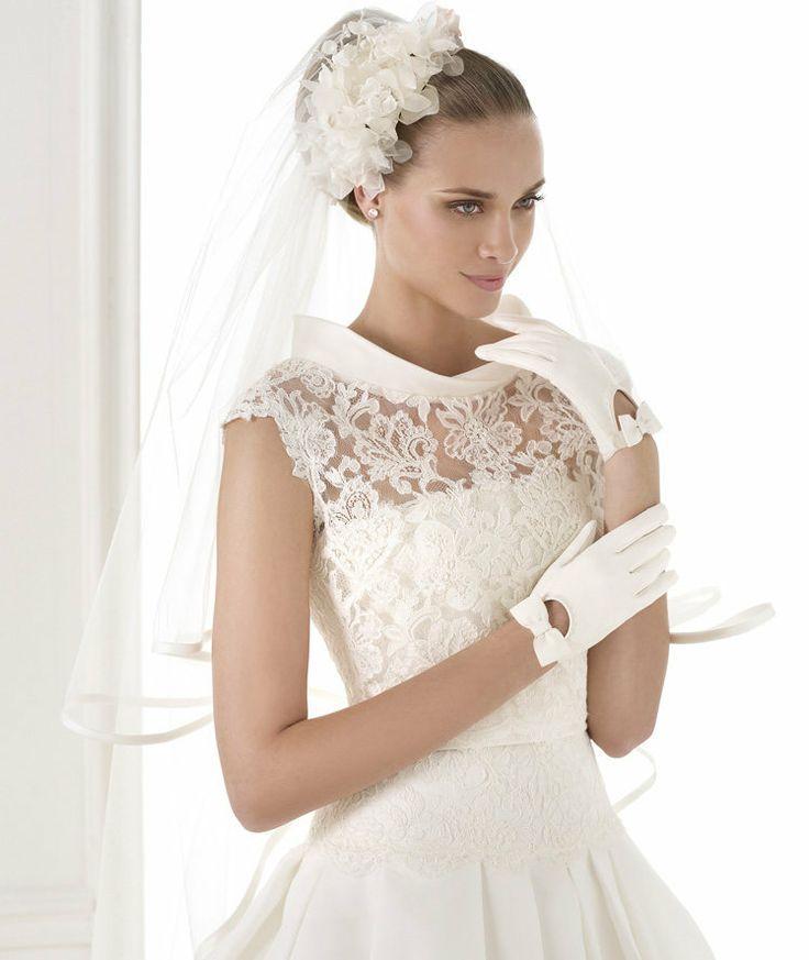 Платье с маленьким рукавом свадебное платье
