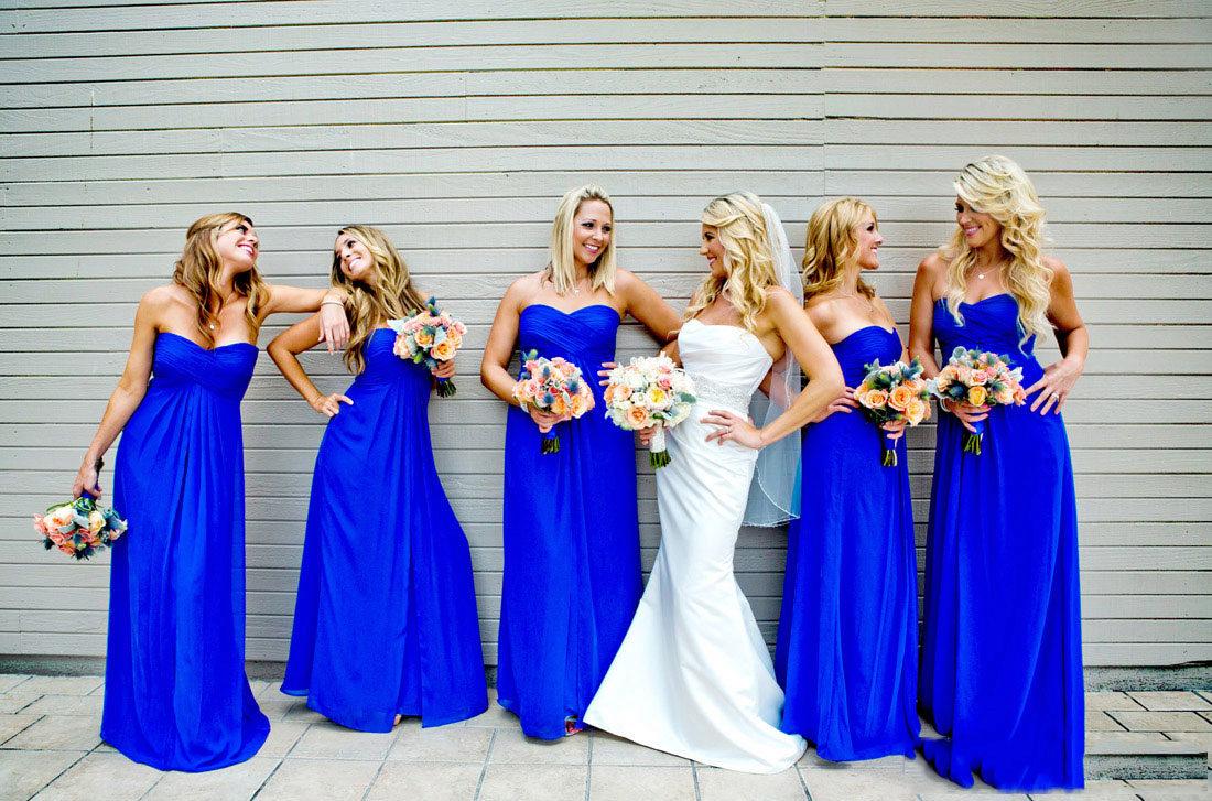 Платья ярко синим цветом