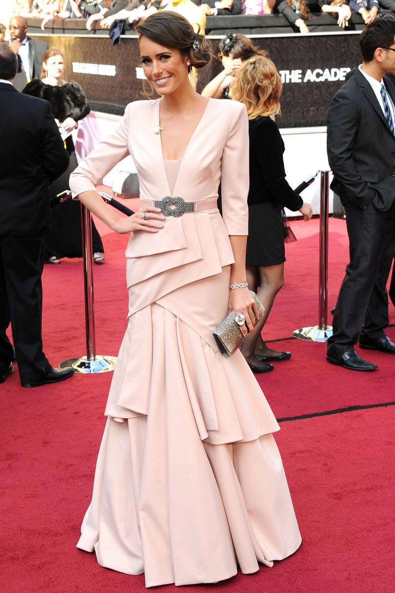Розовое платье для женщины 50 лет