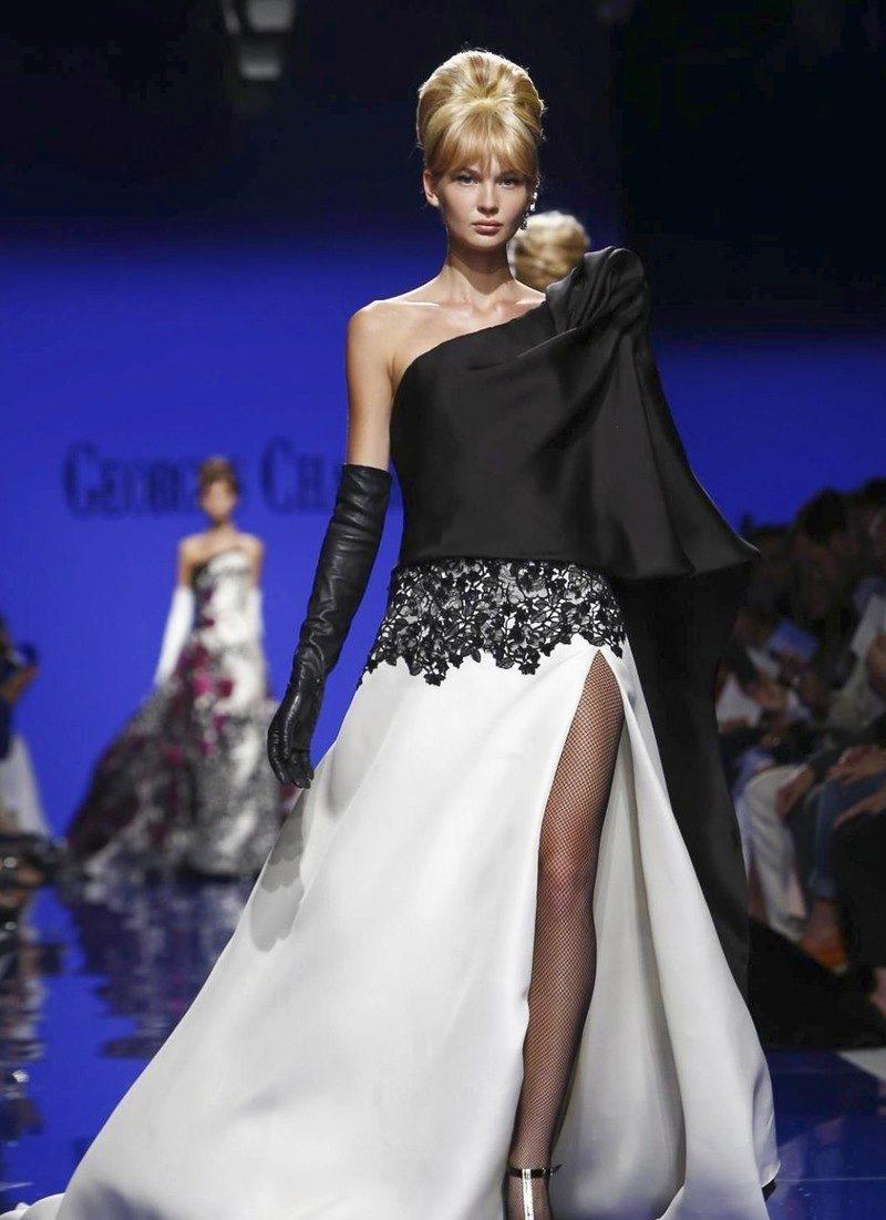 Шелковое платье с одним плечом