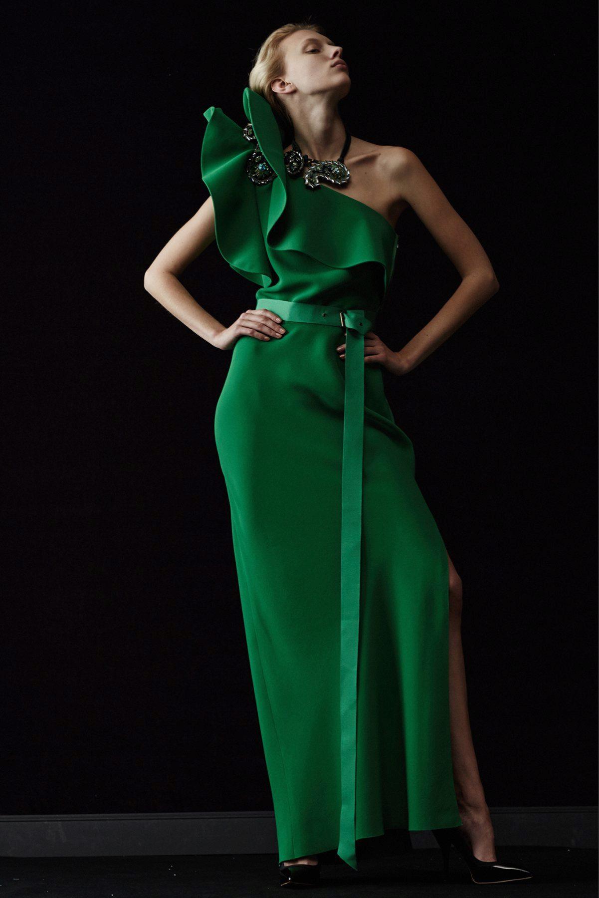 Вечернее платья с рюшами