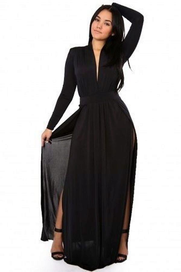 Черное длинное платье с вырезом