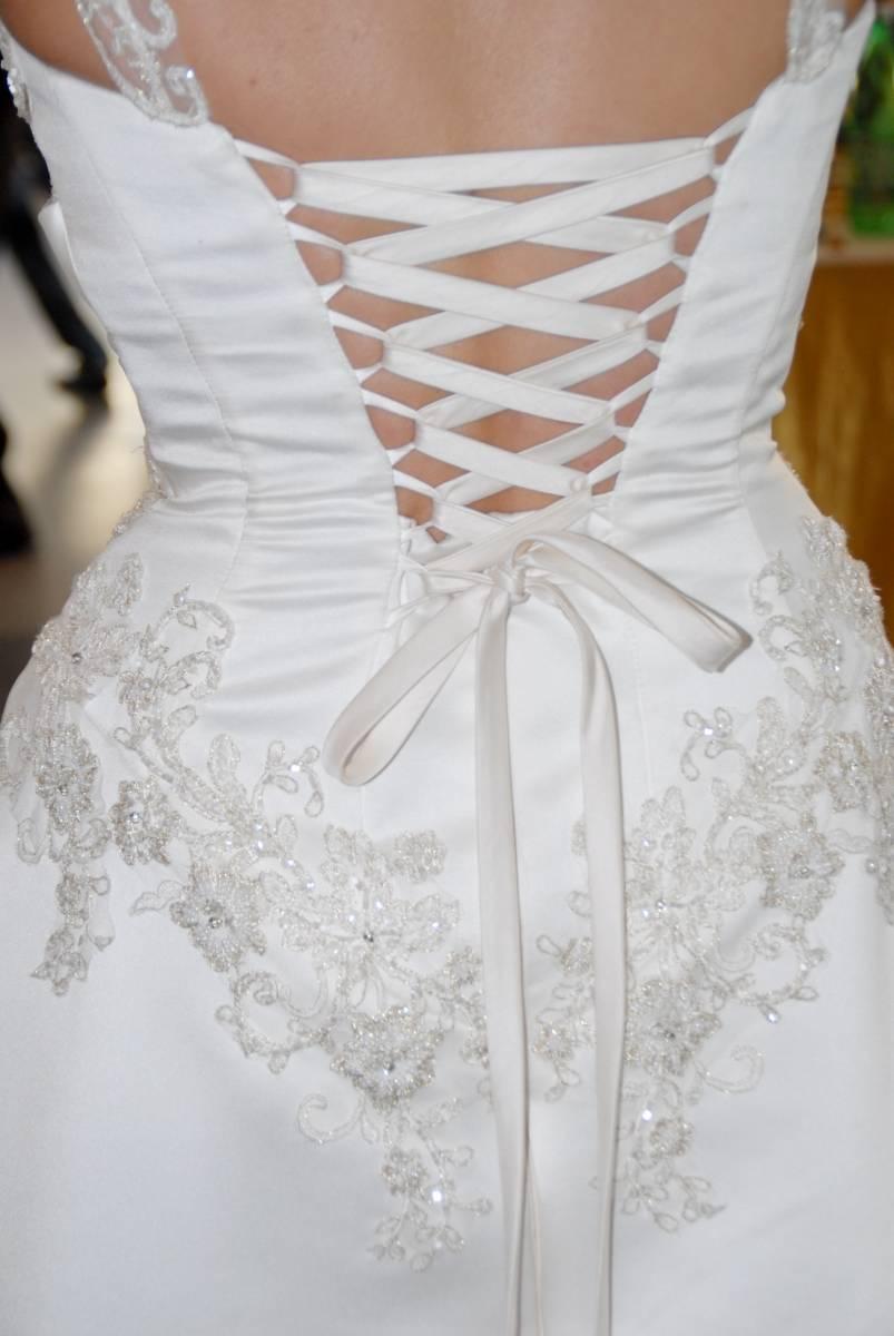 Свадебное платье велико в корсете