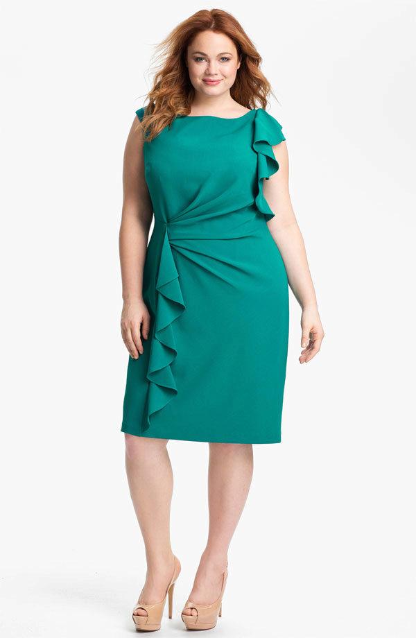 fc96b185cf9 Зеленое с воланами вечернее платье на свадьбу для полных