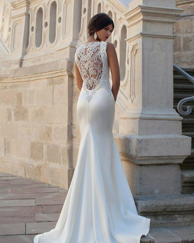 60b19ea4b24 Свадебные платья Crystal Design  особенности марки и лучшие ...