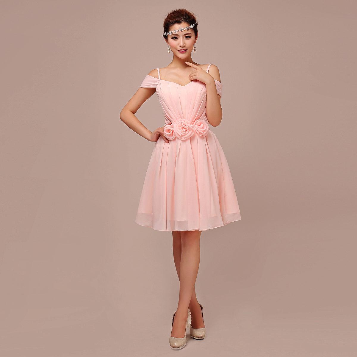 Светло-розовое короткое платье