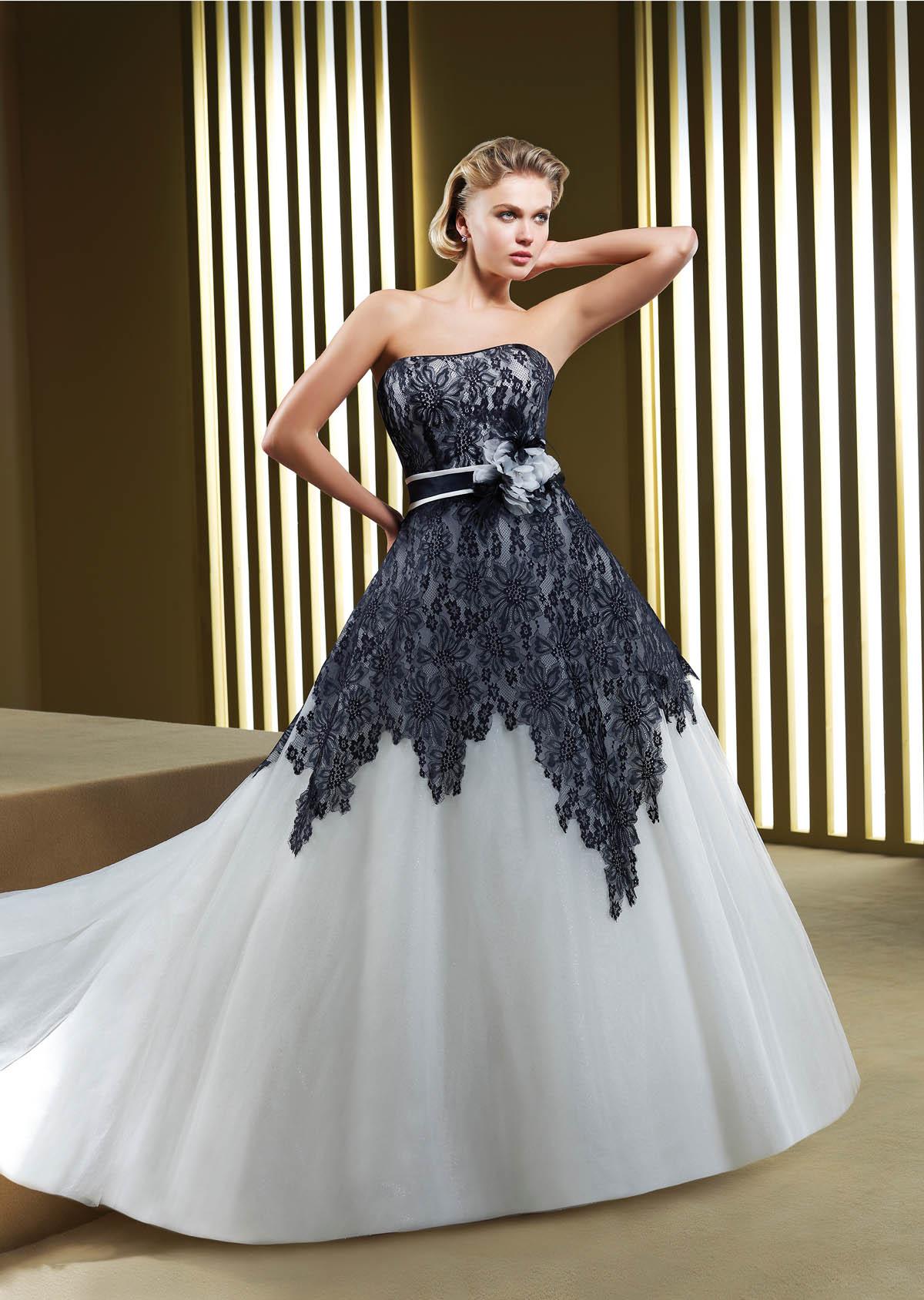 Белое свадебное платье с черной вышивкой 99