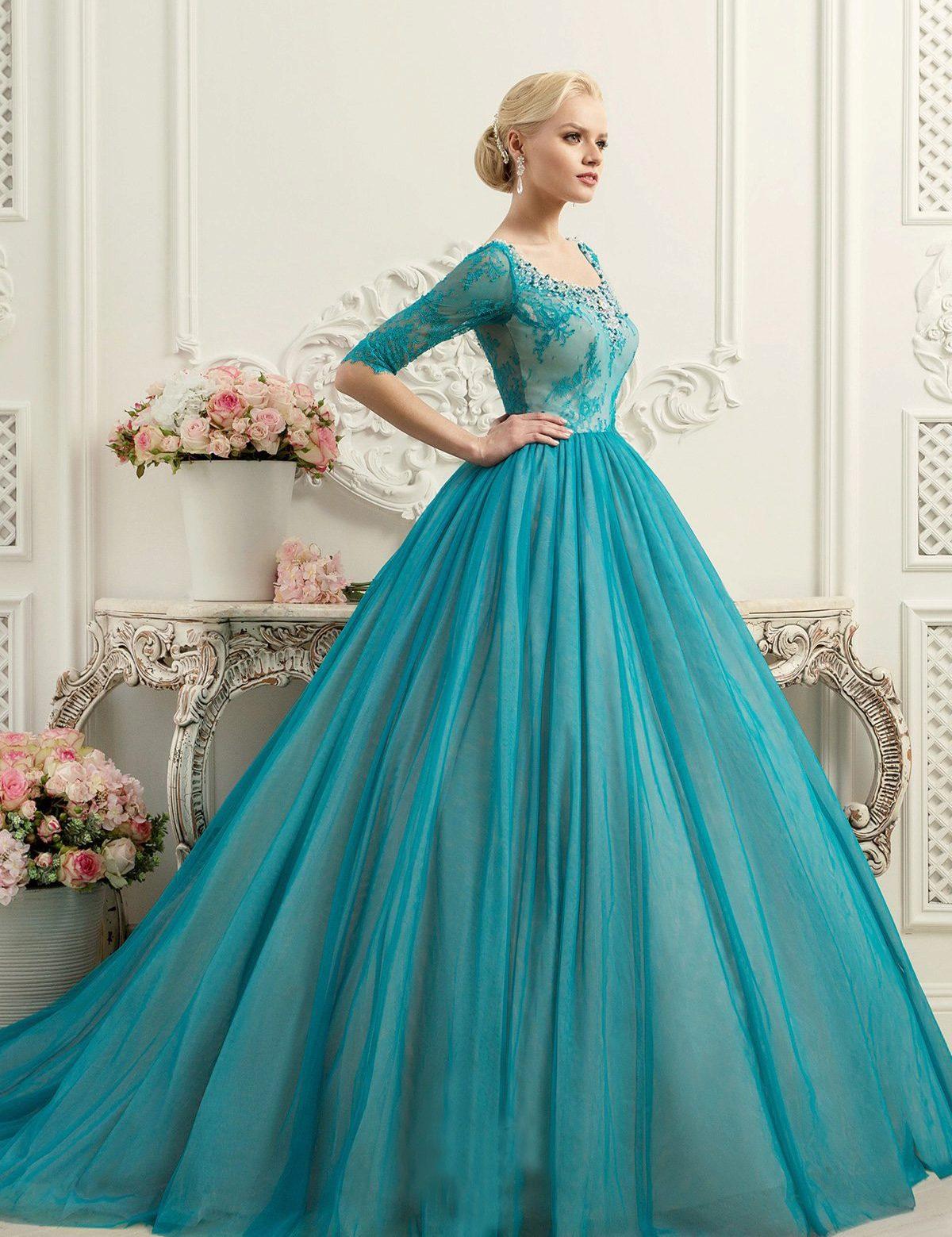 Голубое пышное платье фото