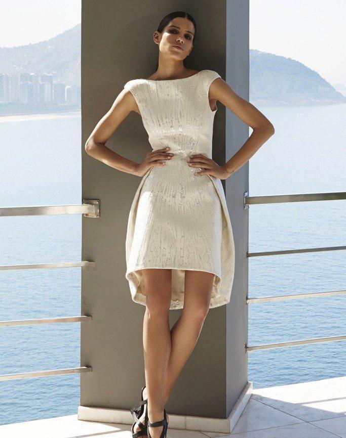 ac3385ba523 Вечерние платья на Новый год 2020  фасоны и выбор по фигуре ...