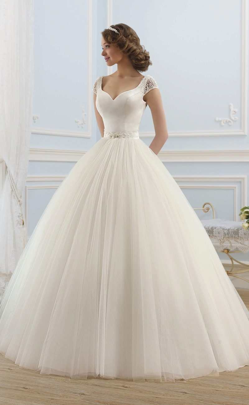 64818d7aa3f4869 Подъюбник под свадебное платье: виды, со шлейфом, без колец (29 фото)