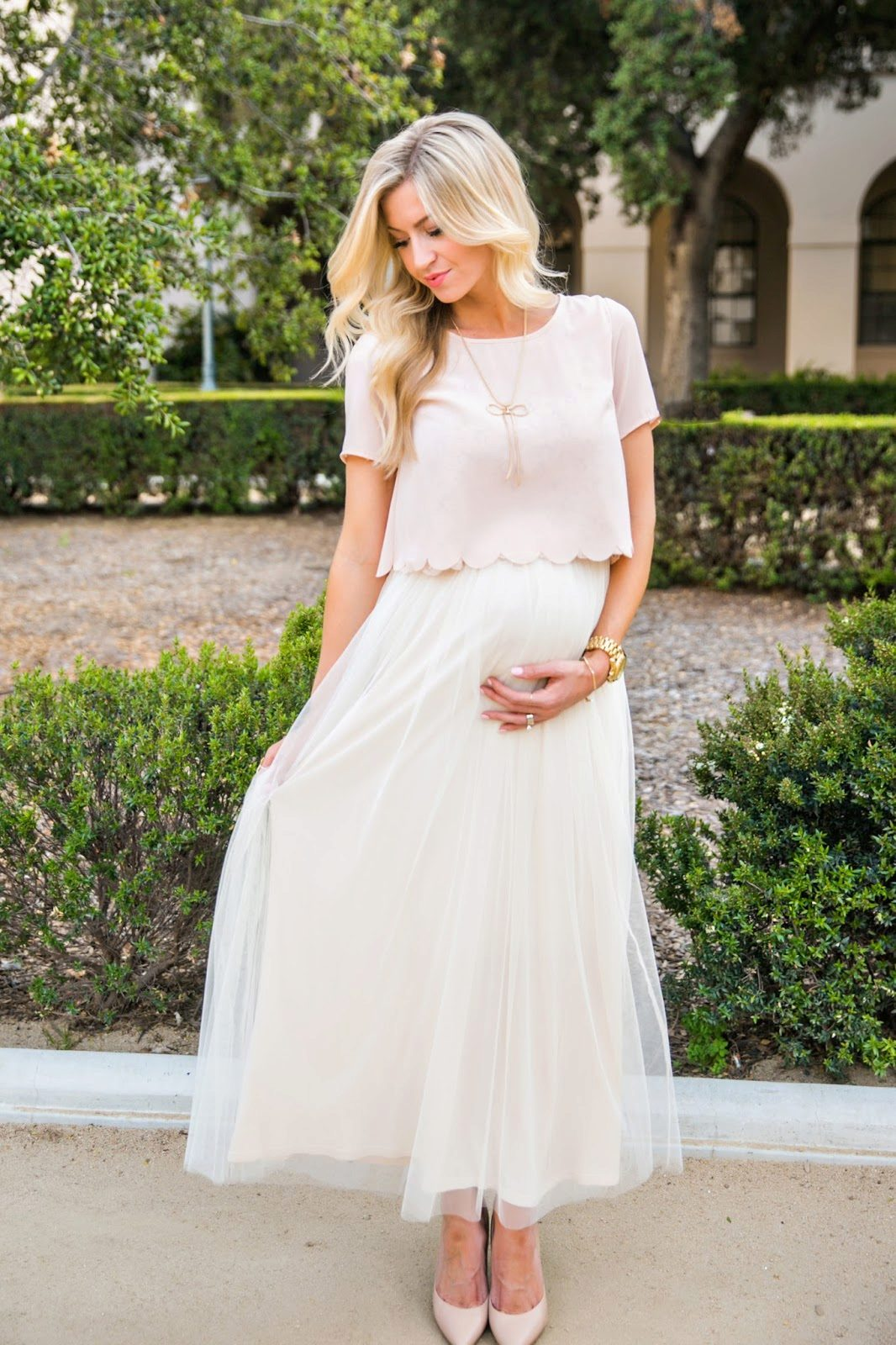 Светлое платье для беременных