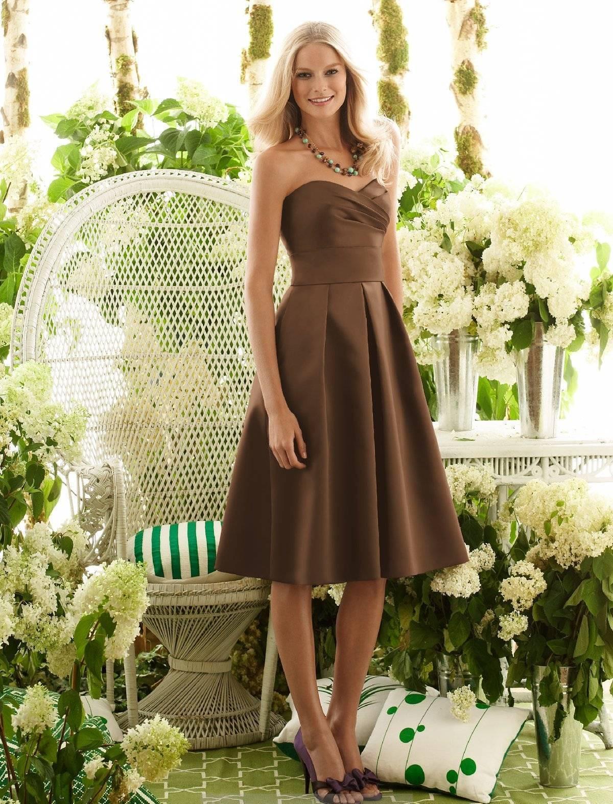 Светло коричневые платья