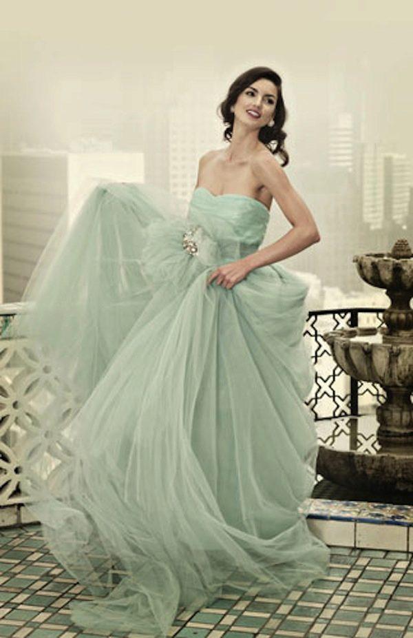 Платья мятного цвета: длинные в пол и короткие, аксессуары и макияж, сочетание с черным, туфли и маникюр 746