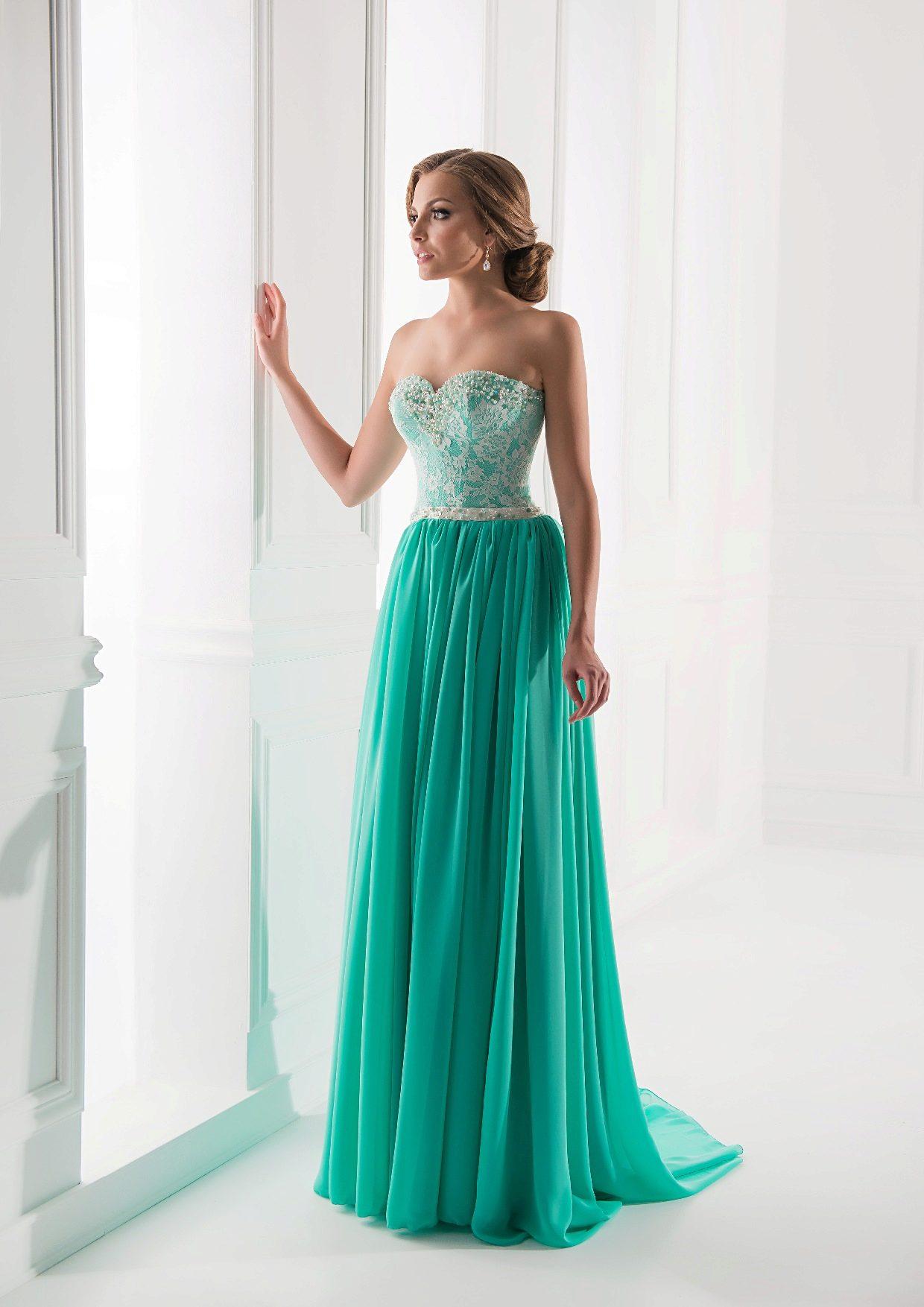 Платья мятного цвета: длинные в пол и короткие, аксессуары и макияж, сочетание с черным, туфли и маникюр 751