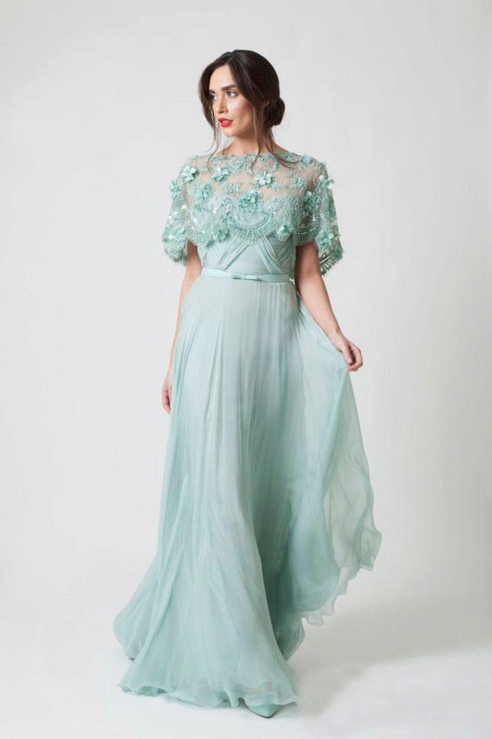 Платья мятного цвета: длинные в пол и короткие, аксессуары и макияж, сочетание с черным, туфли и маникюр 776