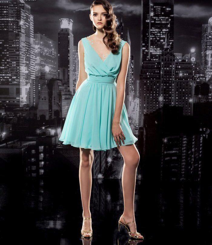 Платья мятного цвета: длинные в пол и короткие, аксессуары и макияж, сочетание с черным, туфли и маникюр 770