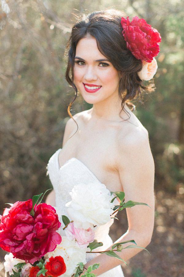 прическа с цветами для невесты фото