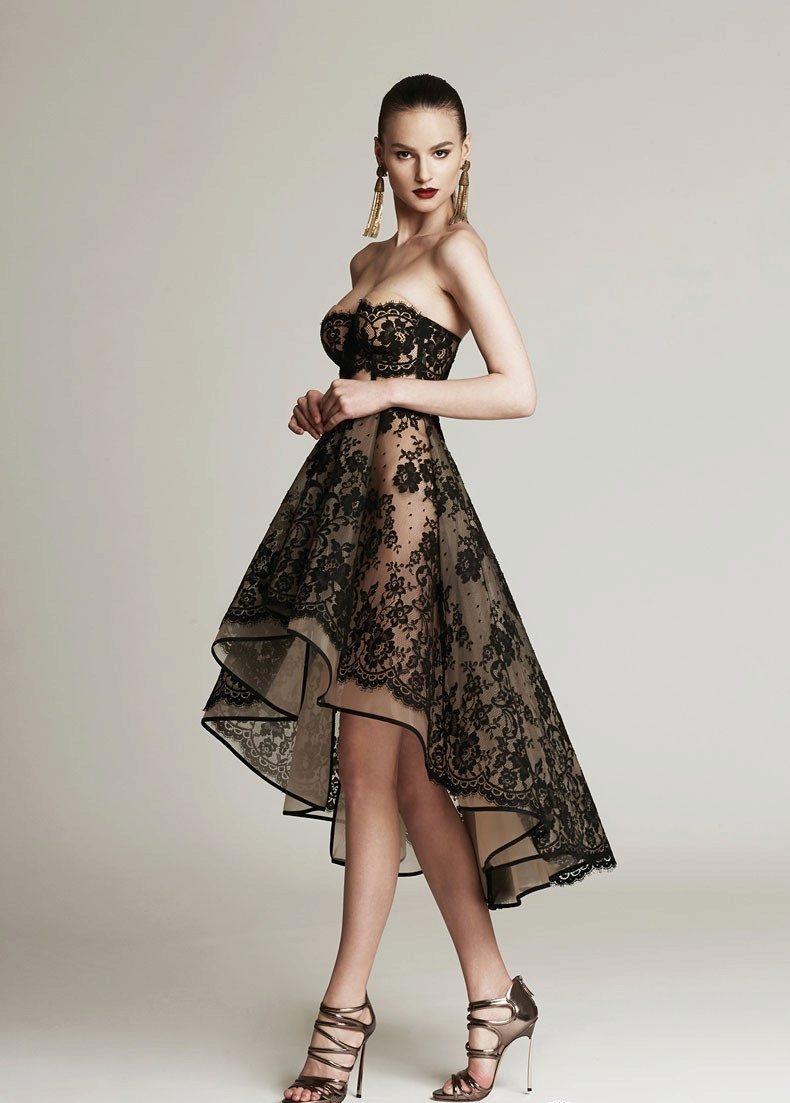 Длинное платье с черными кружевами