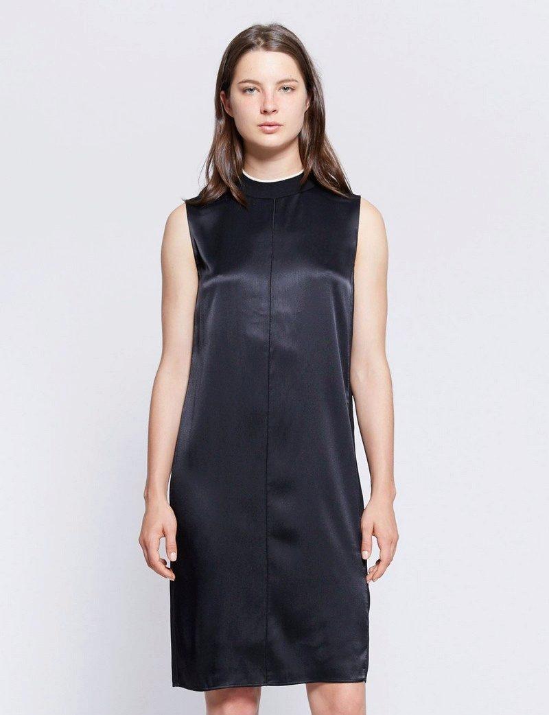 Платье прямое без рукаавов