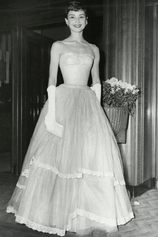 02c8fc308dd Платья Одри Хепберн  особенности стиля