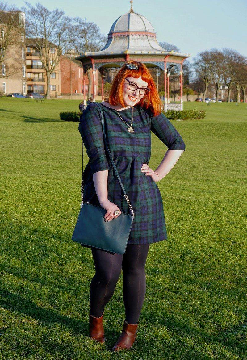 Зеленое платье рубашка с чем носить